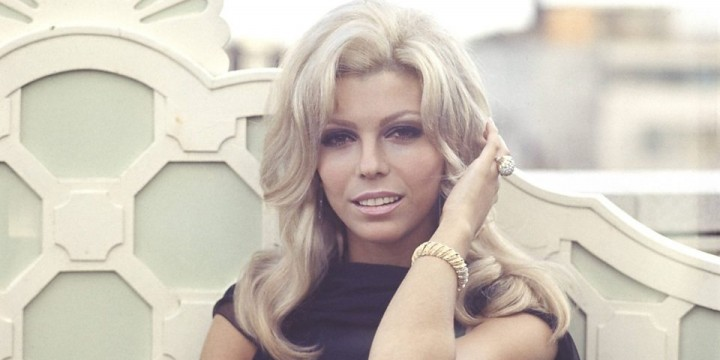 knee-replacement-surgery-nancy-sinatra